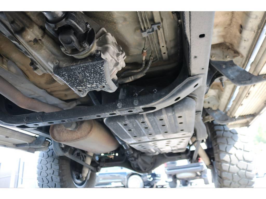 ラダーフレーム&センターデフロック機構パートタイム式4WD!本格派の構造も特徴ですね!