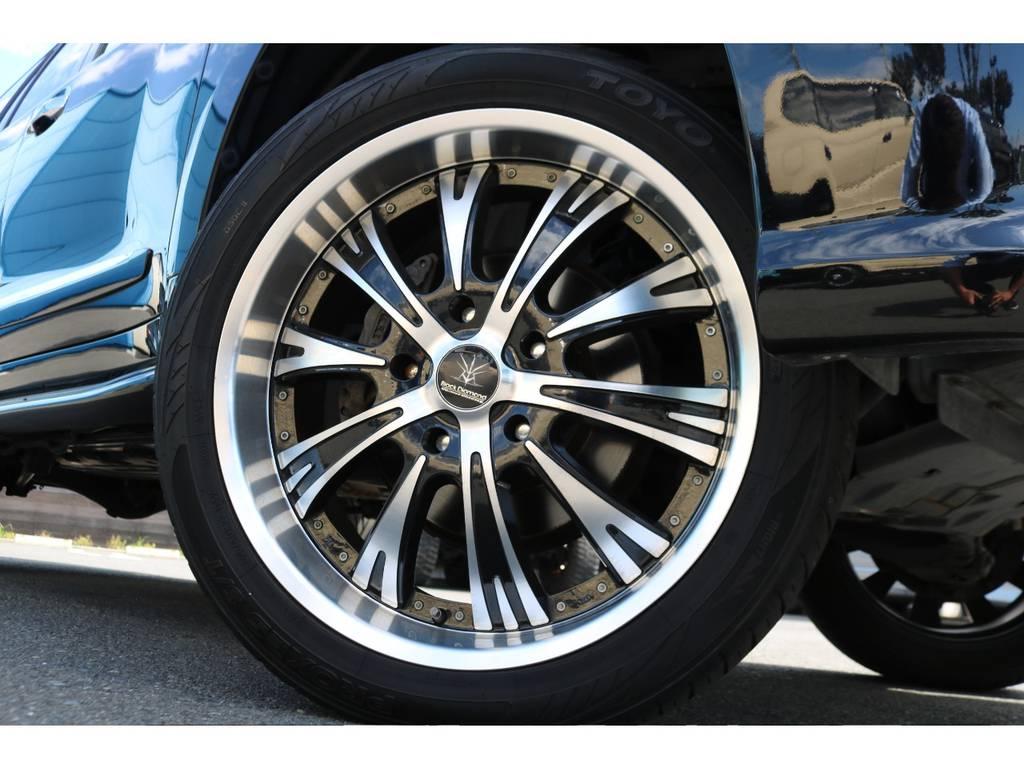 Black Diamond22インチ&TOYO305タイヤが装着済です!