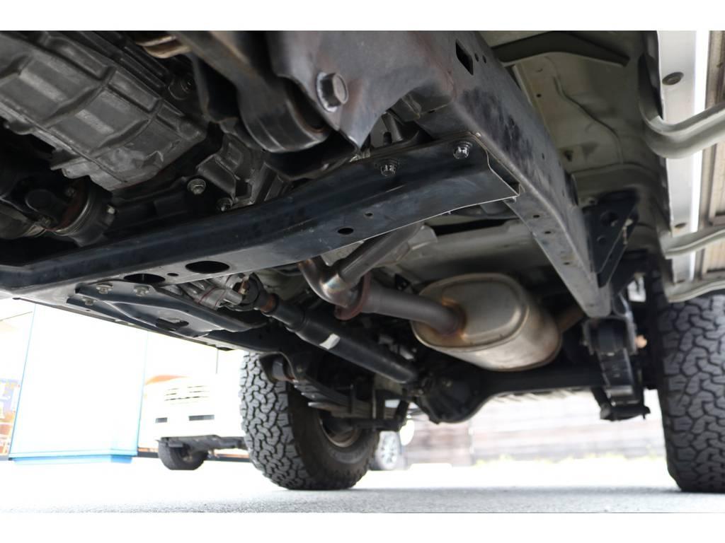 堅牢なラダーフレーム車!劣悪な錆やダメージが見受けられません!!