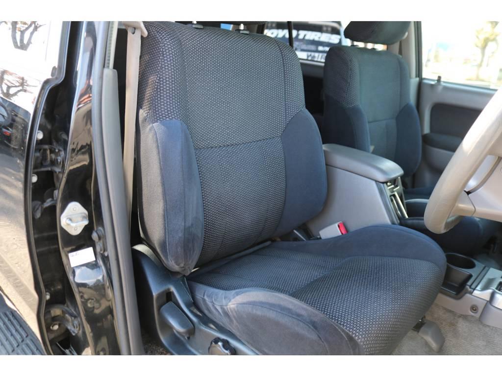 運転席シートも大きなシミ等無く綺麗な状態です!