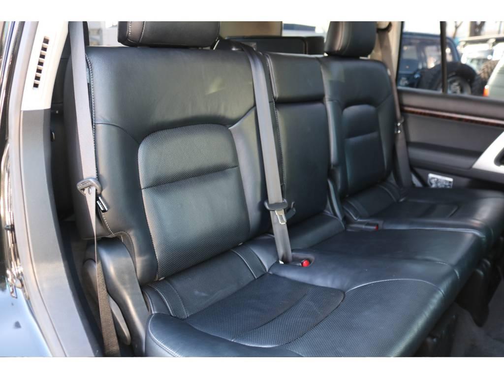 後部座席もパワースライド式!シートヒーター&エアコンも完備!