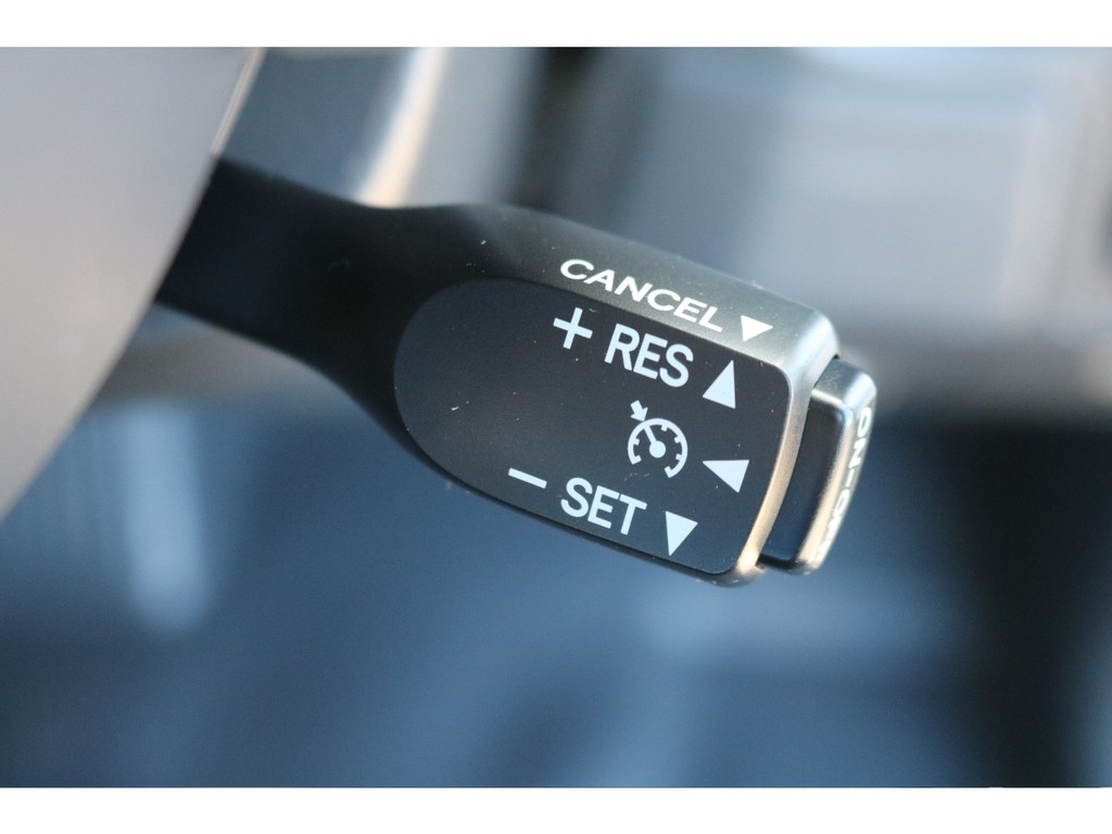 あると便利なクルーズコントロールがカラーPKGだと標準装備になります!高速道路や長距離トライブには便利なアイテムです!