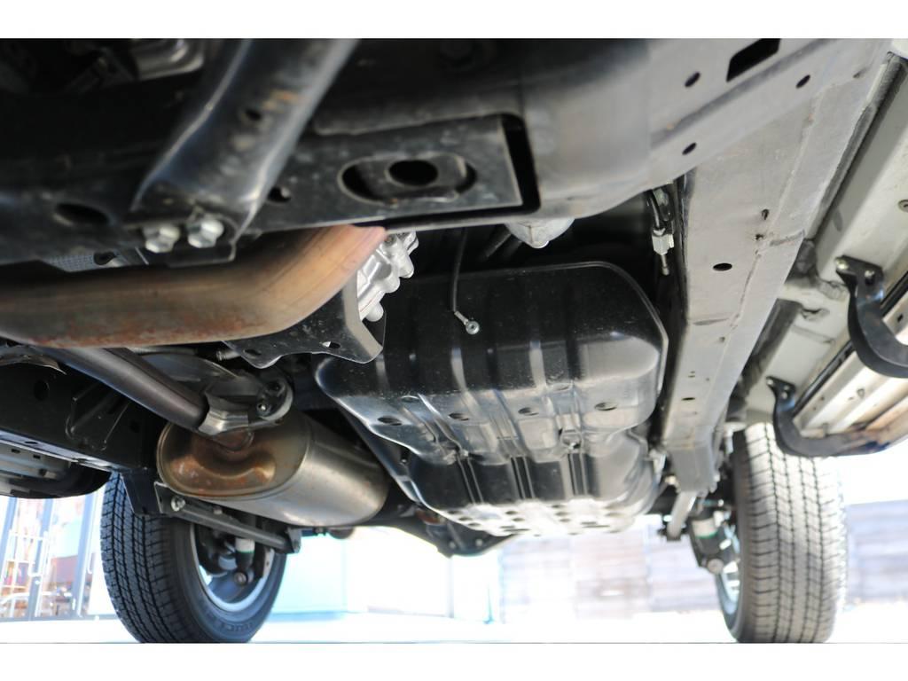 堅牢なラダーフレーム車!もちろん錆やダメージは見受けられません!