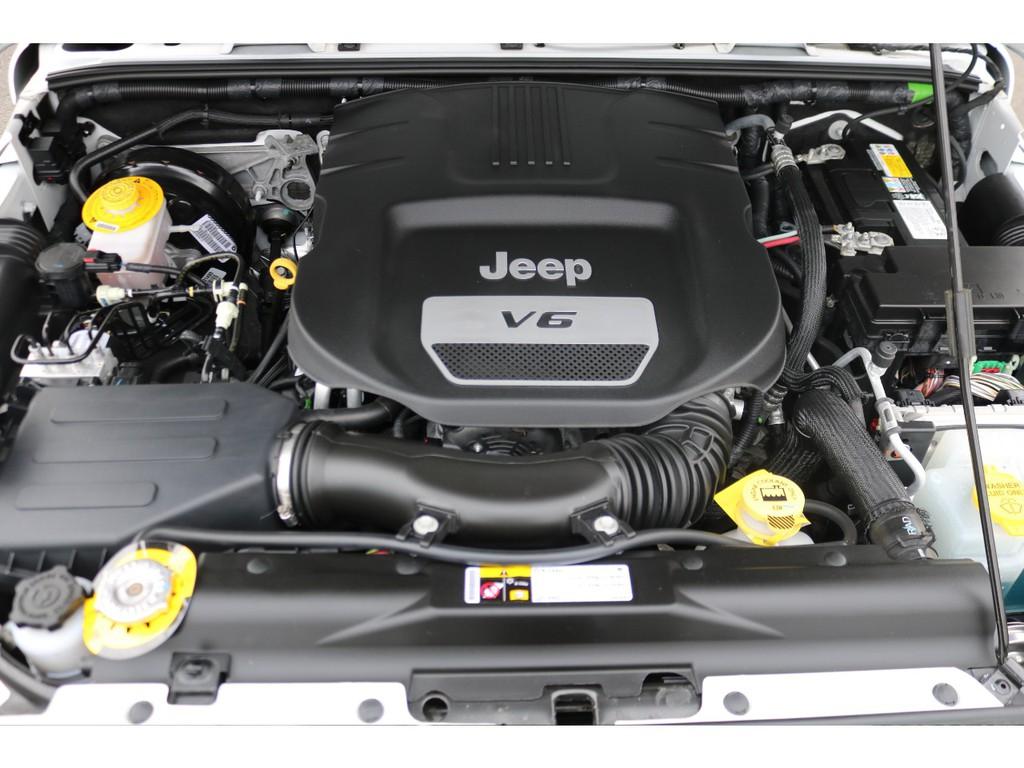 パワフルな走りが可能な3600ccエンジン!エンジンルーム内もキレイです!