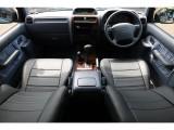 グレーカラー内装に新品のブラックレザー調シートカバーを装着!落ち着きのあるインテリアに!