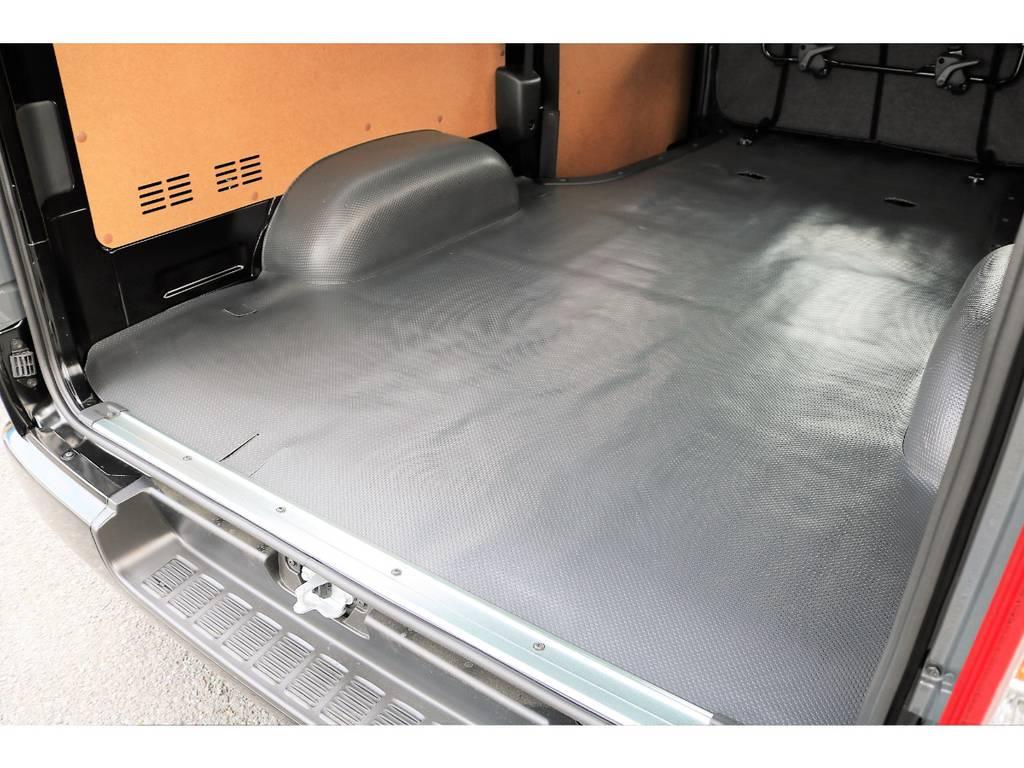 広々とした荷室なので大きな荷物もたくさん積めます! | トヨタ ハイエースバン 2.0 DX ロング GLパッケージ S-GL 2ndシート