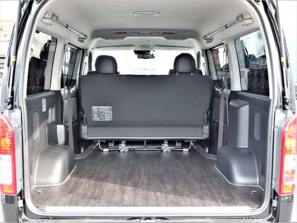 大きなラゲッジスペースにはいろいろなものが積載可能です! | トヨタ ハイエースバン 2.7 スーパーGL ダークプライム ワイド ミドルルーフ ロングボディ 4WD