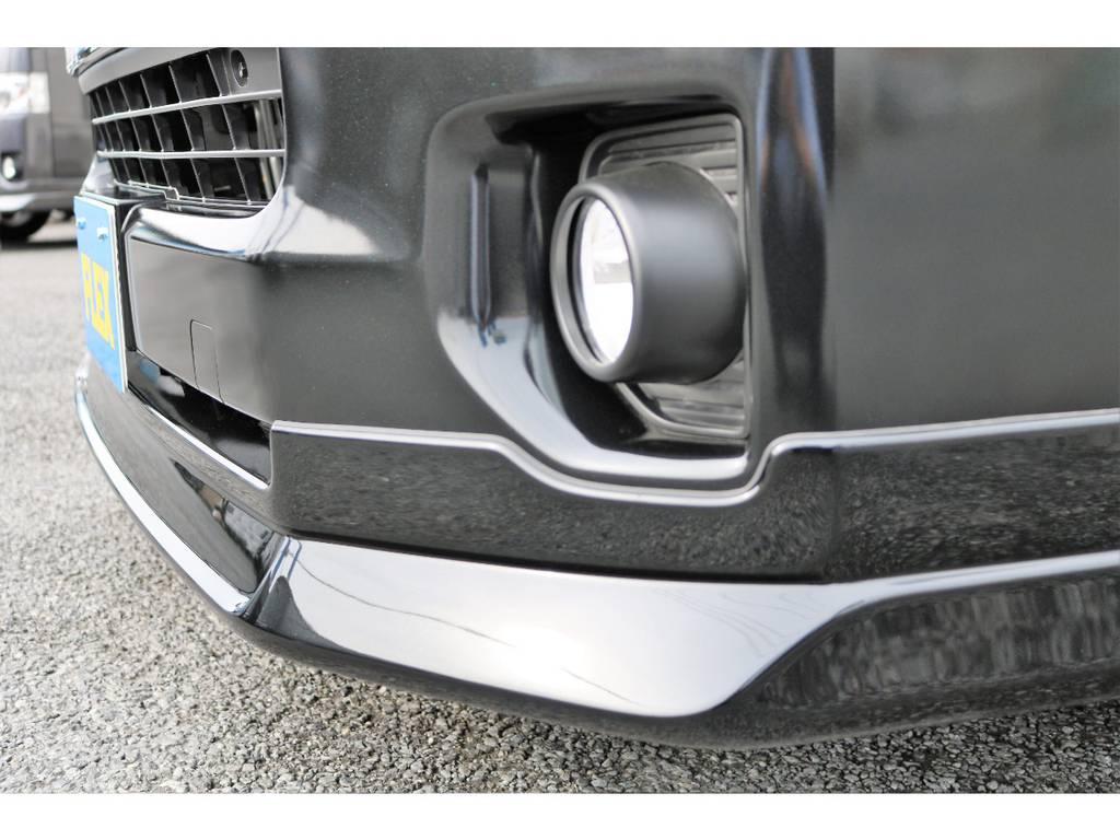 フロントマスクにはDelfinoLineフロントリップスポイラーを装着! | トヨタ ハイエースバン 2.7 スーパーGL ダークプライム ワイド ミドルルーフ ロングボディ 4WD