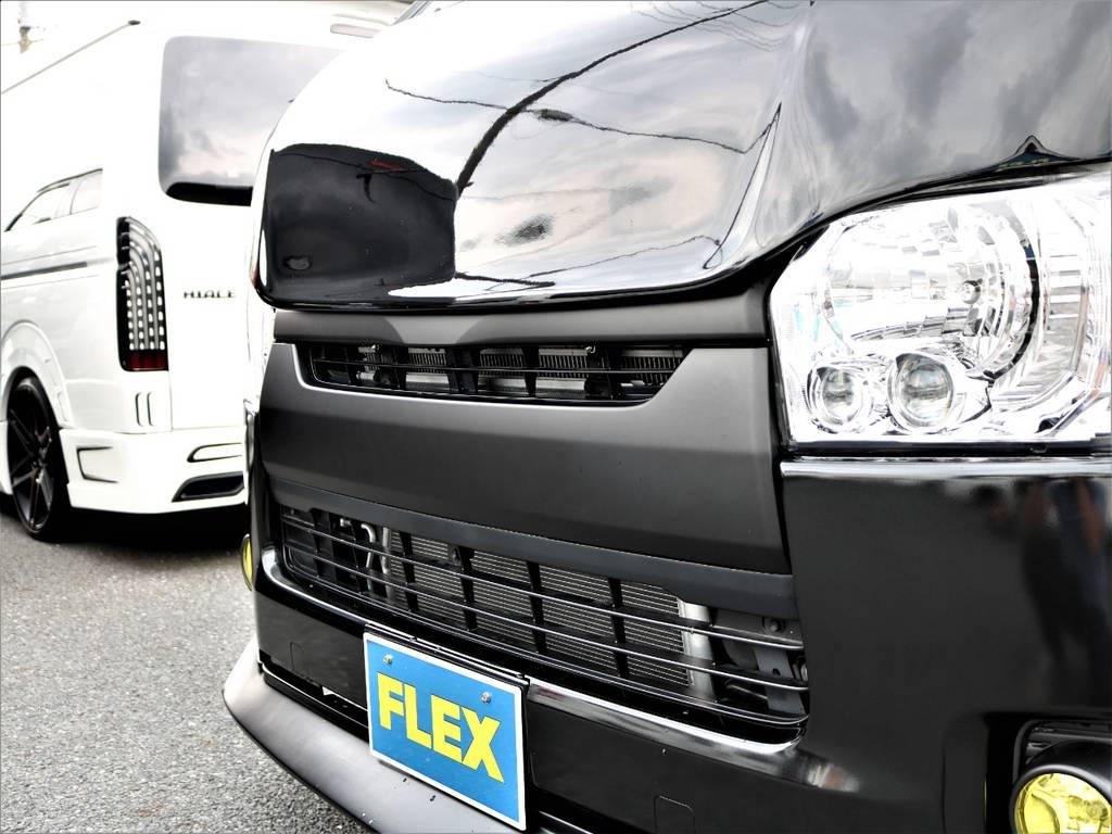 フロントグリルはマットブラックに塗装済みです!更にFLEXオリジナルボンネットDelfinoLineも装着しました! | トヨタ ハイエースバン 2.0 スーパーGL ロング ネオクラシックパッケージ