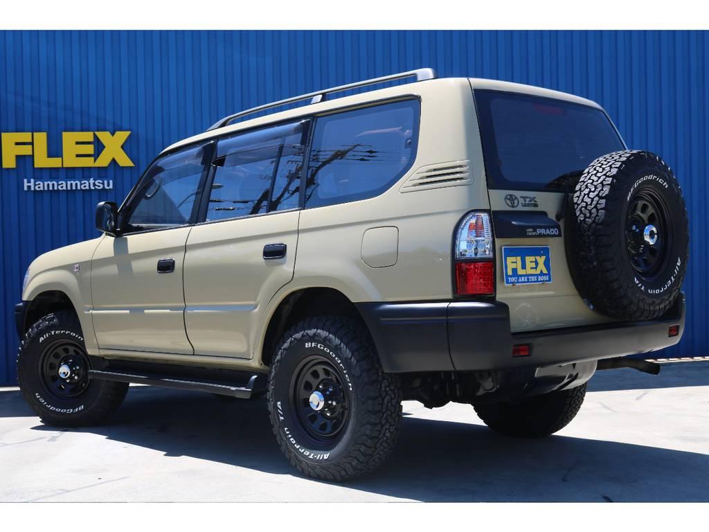 背面タイヤがピッタリマッチしております。   トヨタ ランドクルーザープラド 2.7 TX リミテッド 4WD ベージュオールP