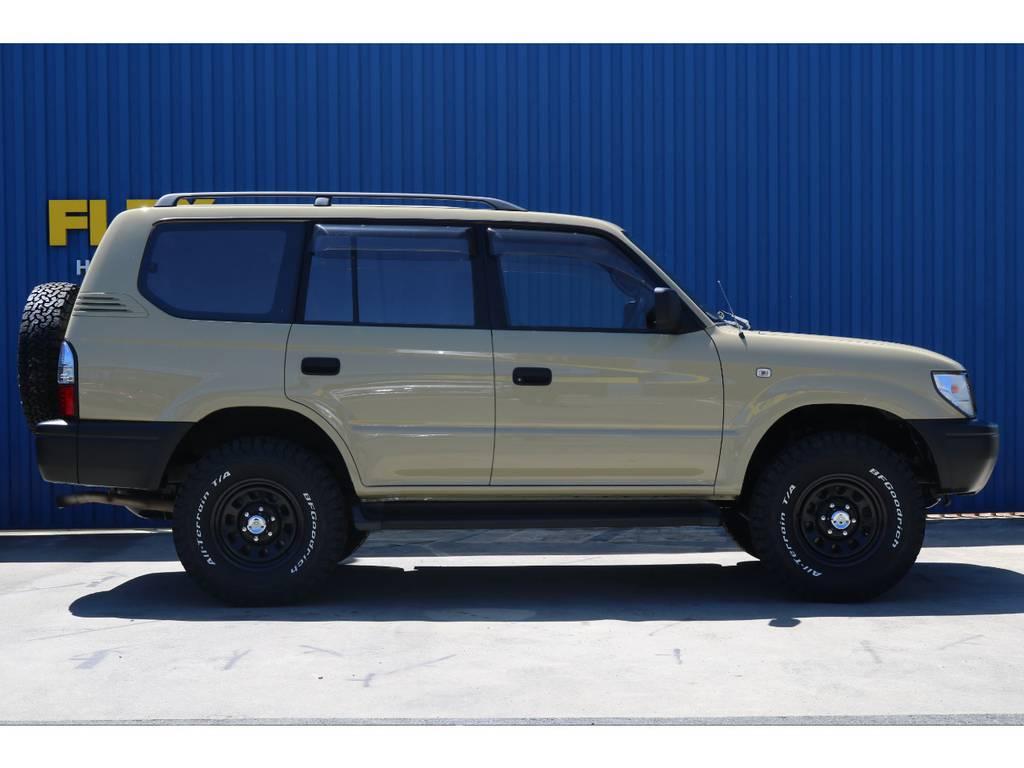 横に並んだ人もつい見とれてしまいますね!   トヨタ ランドクルーザープラド 2.7 TX リミテッド 4WD ベージュオールP