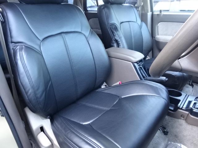 シートの形状をご覧になって頂ければ分かりますがとてもホールド感のあるシートなので長時間の運転も疲れにくいです。 | トヨタ ハイラックスサーフ 2.7 SSR-X 4WD ベージュNEWペイント 2インチリフUP