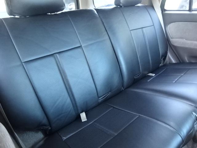 2列目シートの倒し方は座面を前に倒し、背もたれを座面側に倒します。とても広い荷室が確保出来ます。 | トヨタ ハイラックスサーフ 2.7 SSR-X 4WD ベージュNEWペイント 2インチリフUP