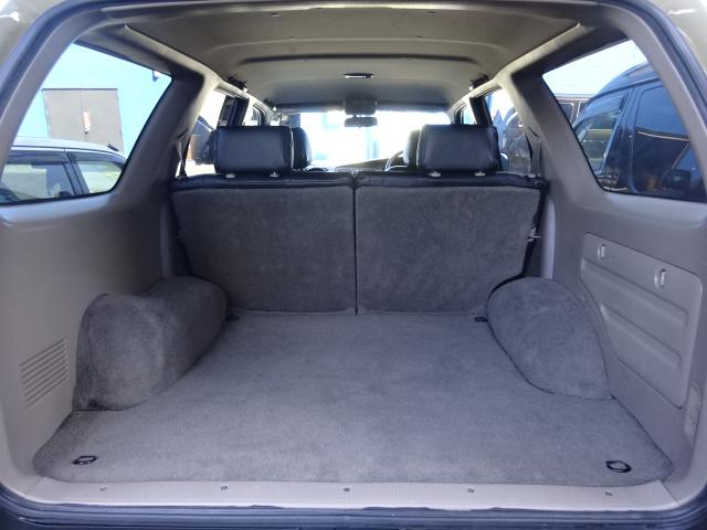 ラゲッジルームはとても広い為、キャンプ道具など沢山の荷物を積み込む事が可能です。 | トヨタ ハイラックスサーフ 2.7 SSR-X 4WD ベージュNEWペイント 2インチリフUP