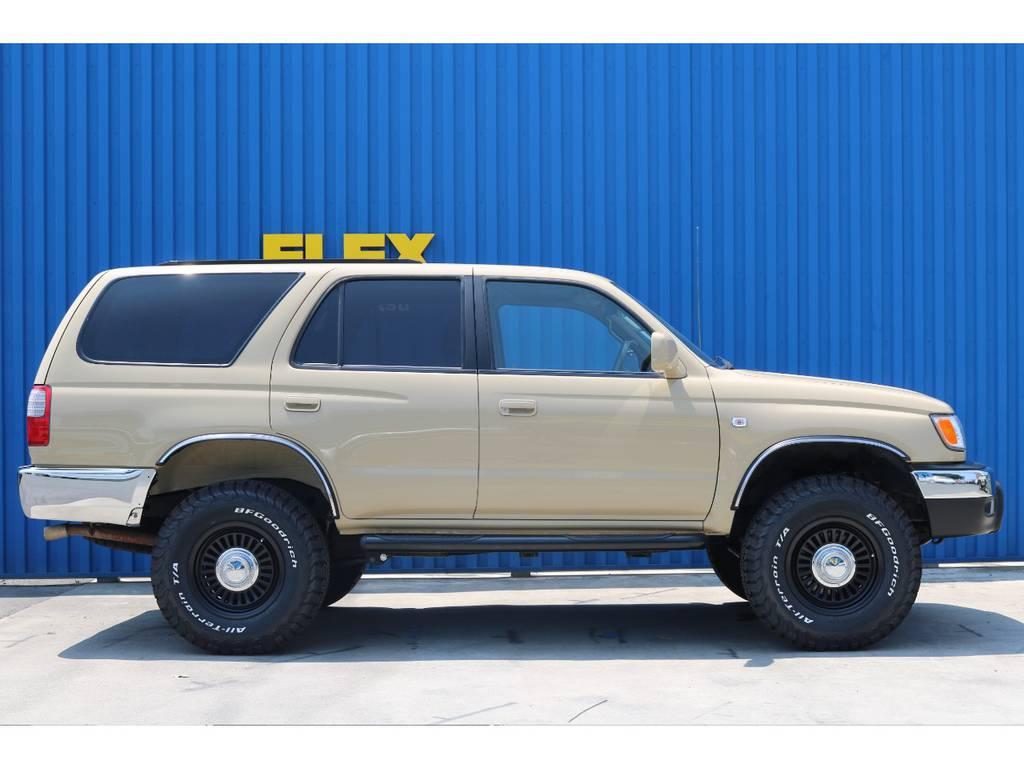 街乗りは勿論、アウトドアにも映えるシティオフロードスタイル! | トヨタ ハイラックスサーフ 2.7 SSR-X 4WD ベージュNEWペイント 2インチリフUP