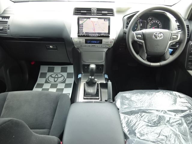 洗礼された前席です。トヨタの持てる力を余すことなく注ぎ込んでおります。 | トヨタ ランドクルーザープラド 2.8 TX ディーゼルターボ 4WD 新車カスタム