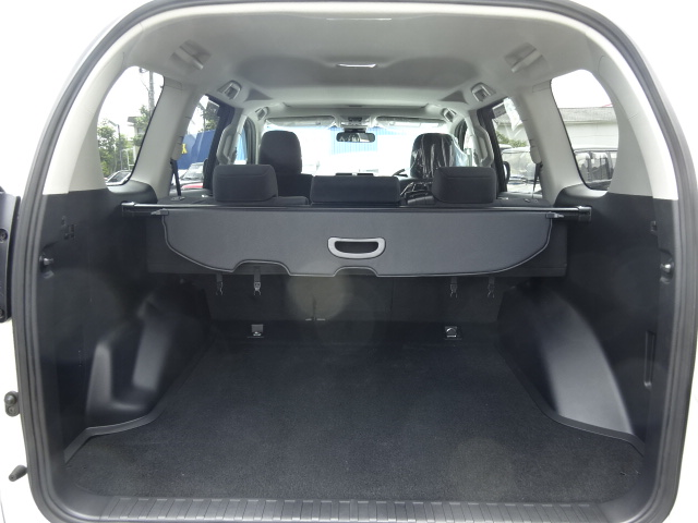 荷物もガンガン載せられます。どんな使いかたにも対応できるポテンシャルを秘めております。 | トヨタ ランドクルーザープラド 2.8 TX ディーゼルターボ 4WD 新車カスタム