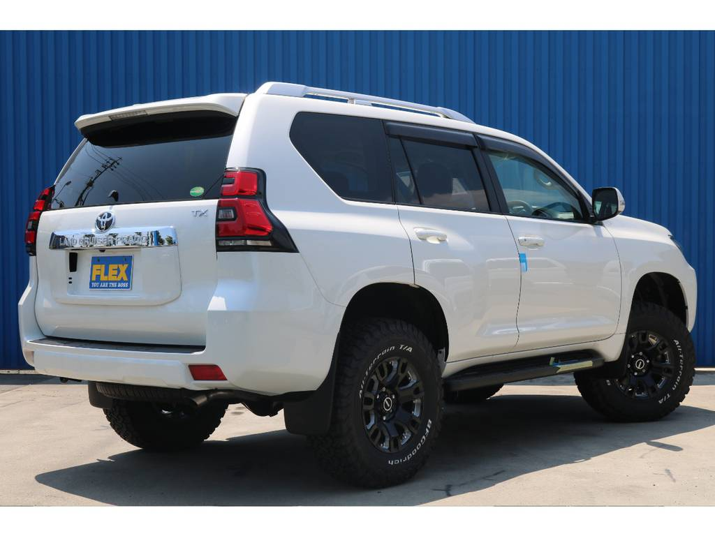 【バックドアガラスハッチ】の為、バックドアを開かずに荷物の出し入れが可能となっております。 | トヨタ ランドクルーザープラド 2.8 TX ディーゼルターボ 4WD 新車カスタム