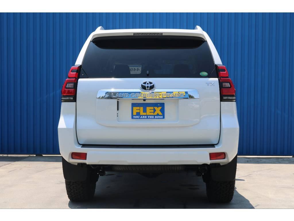 バックドアは【横開き】となっておりオイルダンパー付きステーが付いている為、任意の位置でバックドアを保持することが可能です。 | トヨタ ランドクルーザープラド 2.8 TX ディーゼルターボ 4WD 新車カスタム