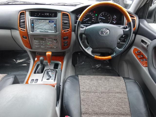 後期型のワンオーナー車をベースに当店にてフルカスタム!!オリジナルのシートカバーを装着しました。 | トヨタ ランドクルーザー100 4.7 VXリミテッド 4WD 後期型 Renoca106  丸目
