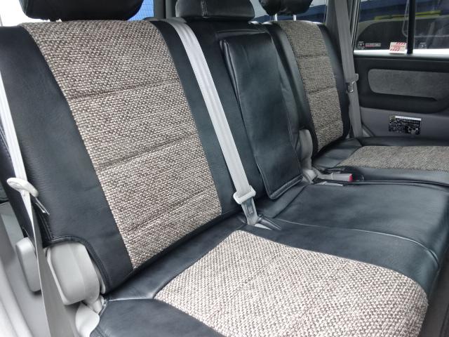 セカンドシートも大人がゆったりと座れるスペースが御座います。 | トヨタ ランドクルーザー100 4.7 VXリミテッド 4WD 後期型 Renoca106  丸目