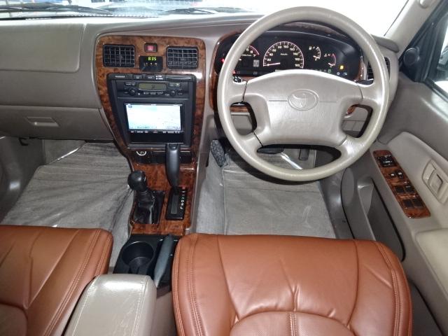 ブラックボディに茶内装がお洒落です。 | トヨタ ハイラックスサーフ 2.7 SSR-X プレミアムセレクション 4WD ブラックオールP 2インチリフトUP