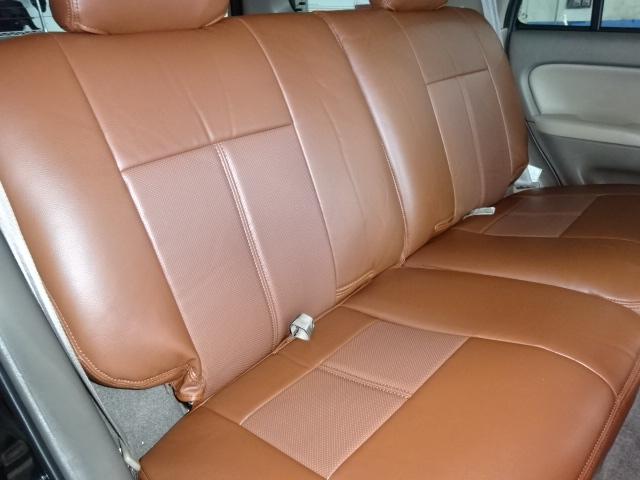 セカンドシートも大人がゆったりと座れるスペースがございます。ファミリーカーとしてもお使いになれますね。 | トヨタ ハイラックスサーフ 2.7 SSR-X プレミアムセレクション 4WD ブラックオールP 2インチリフトUP