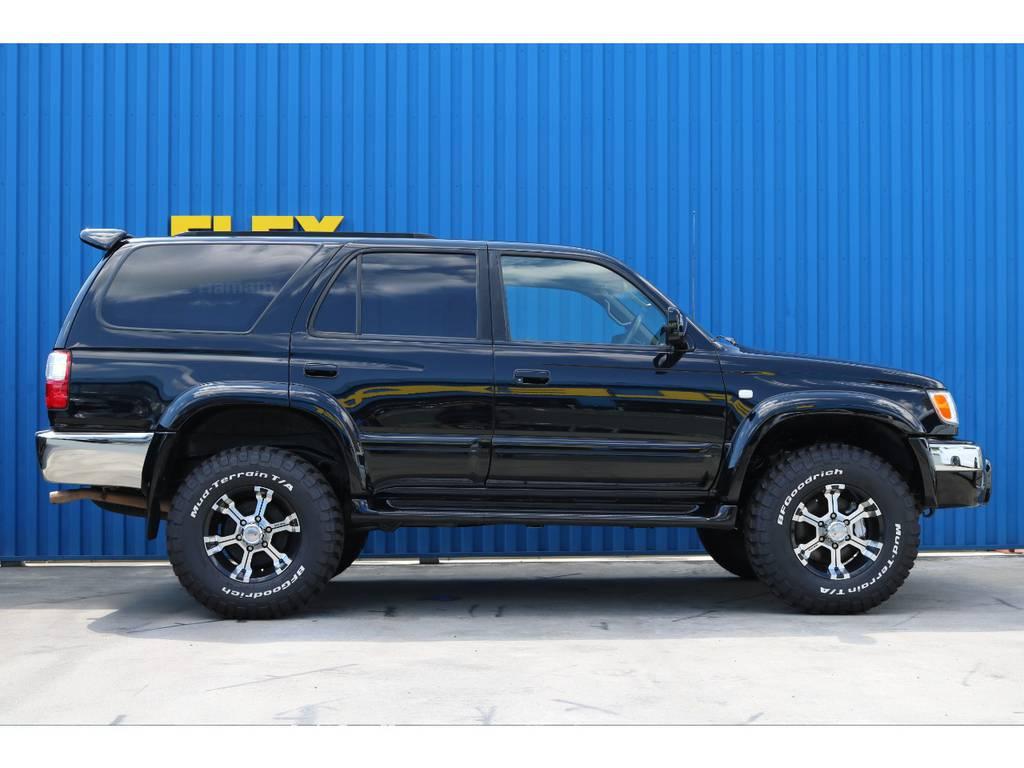 サイドステップが付いているので乗り降りも安心ですね。 | トヨタ ハイラックスサーフ 2.7 SSR-X プレミアムセレクション 4WD ブラックオールP 2インチリフトUP