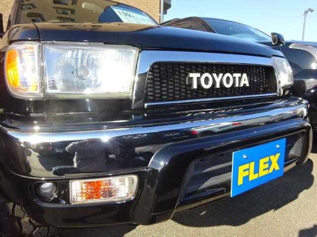 TOYOTAグリルにするとクラシカルな印象になります。 | トヨタ ハイラックスサーフ 2.7 SSR-X プレミアムセレクション 4WD ブラックオールP 2インチリフトUP