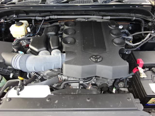 4000ccパワフルなガソリンエンジン。何処へでも行けちゃいそうです。 | トヨタ FJクルーザー 4.0 ブラックカラーパッケージ 4WD ワンオーナー 新品2インチリフトUP
