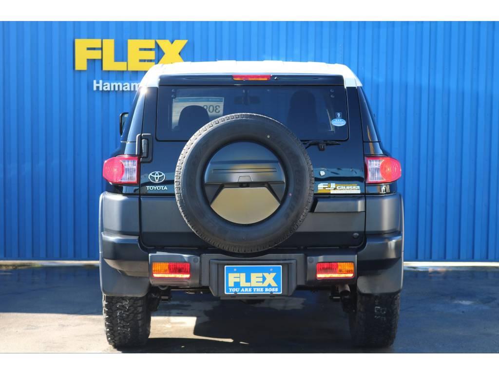 ブラックカラーPKGはリヤバンパー、タイヤカバーもブラックで統一されております。 | トヨタ FJクルーザー 4.0 ブラックカラーパッケージ 4WD ワンオーナー 新品2インチリフトUP