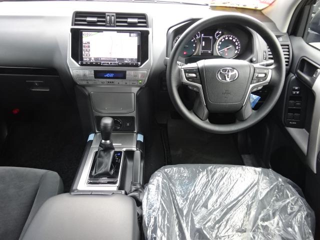 高級感の漂う運転席です!所有する優越感に浸らせてくれますね! | トヨタ ランドクルーザープラド 2.7 TX 4WD 7人 新車未登録 2インチリフトUP