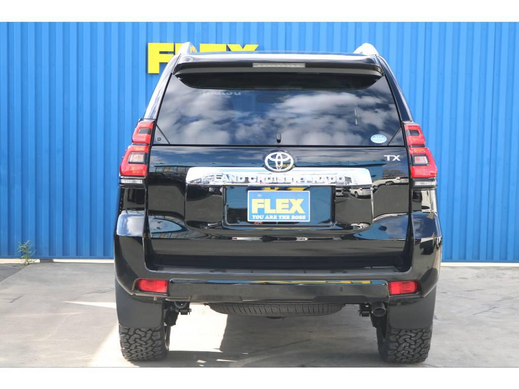 後ろからも、インチアップがすぐわかります!! | トヨタ ランドクルーザープラド 2.7 TX 4WD 7人 新車未登録 2インチリフトUP