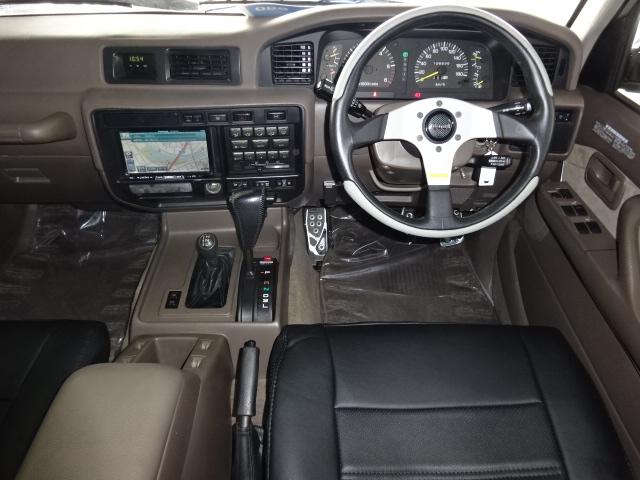 室内の状態も良好で、とってもいい感じです♪ | トヨタ ランドクルーザー80 4.5 VXリミテッド 4WD 角目四灯 ブラックNEWペイント