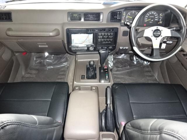 前席も古き良き昔の車って感じて良いですね♪ | トヨタ ランドクルーザー80 4.5 VXリミテッド 4WD 角目四灯 ブラックNEWペイント