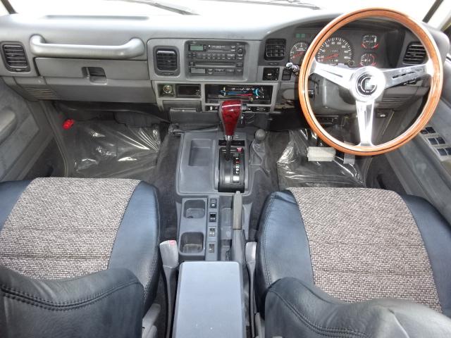 前席も古き良き時代の車って感じで良いです!! | トヨタ ランドクルーザープラド 3.0 EXワイド ディーゼルターボ 4WD 走行13万km  ベージュNEWペイント