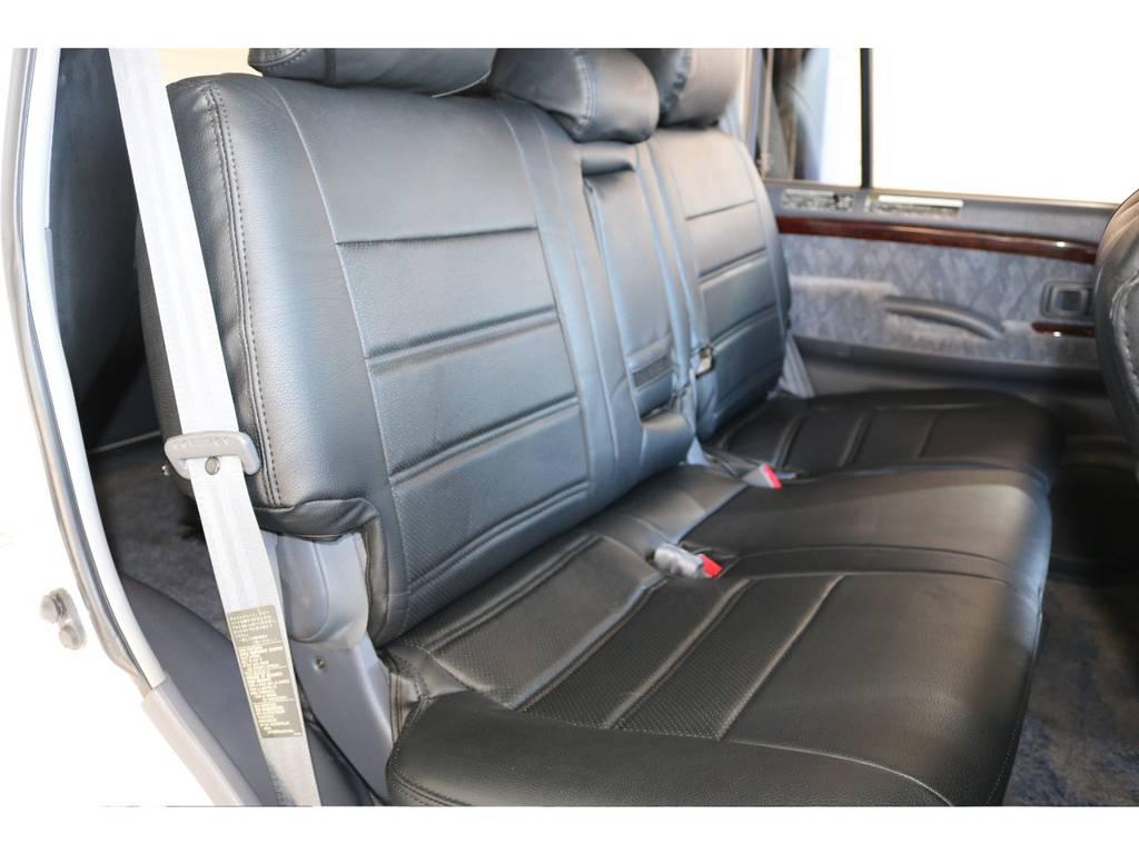 セカンドシートも広々で、大人の方がお乗りになっても広々です! | トヨタ ランドクルーザープラド 2.7 TX リミテッド 4WD 丸目換装 クラシックコンプリート