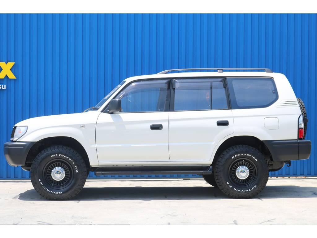 MINIクーパー純正色のペッパーホワイトは、真っ白ではなく少しだけ濁った様なクラシカルなカラーです。 | トヨタ ランドクルーザープラド 2.7 TX リミテッド 4WD 丸目換装 クラシックコンプリート