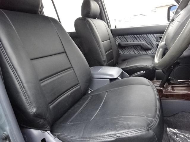 運転席も程よいホールド感があり長時間の運転も楽々です! | トヨタ ランドクルーザープラド 3.0 TX ディーゼルターボ 4WD 低走行8万km