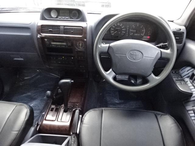 前席の古き良き時代の車って感じがたまらないですね! | トヨタ ランドクルーザープラド 3.0 TX ディーゼルターボ 4WD 低走行8万km