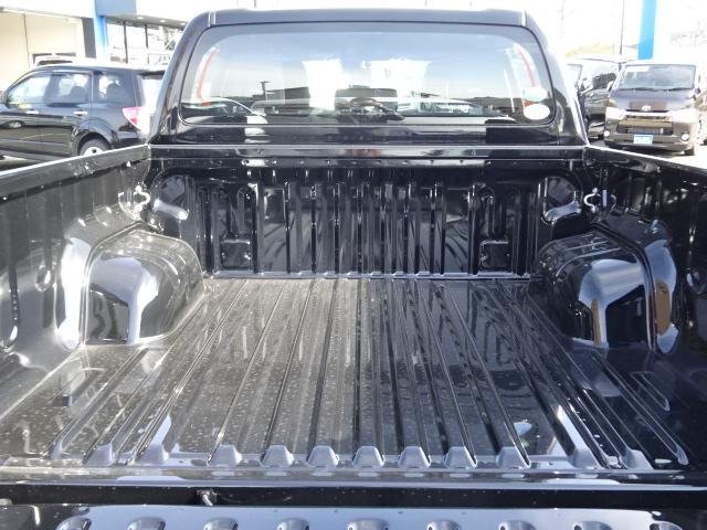 荷台も広々で、沢山荷物が載りますね!!傷や汚れが気になる時は、ベッドライナーをお勧めします!!そんなカスタムもお任せ下さい!! | トヨタ ハイラックス 2.4 Z ブラック ラリー エディション ディーゼルターボ 4WD 新車未登録 即納車可能