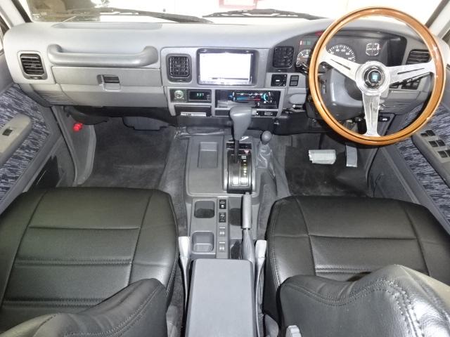 サードシートを折りたためばご覧の通り沢山の荷物を載せることが出来ます!   トヨタ ランドクルーザープラド 3.0 SXワイド アクティブバケーションII ディーゼルターボ 4WD 新品2インチリフトUP