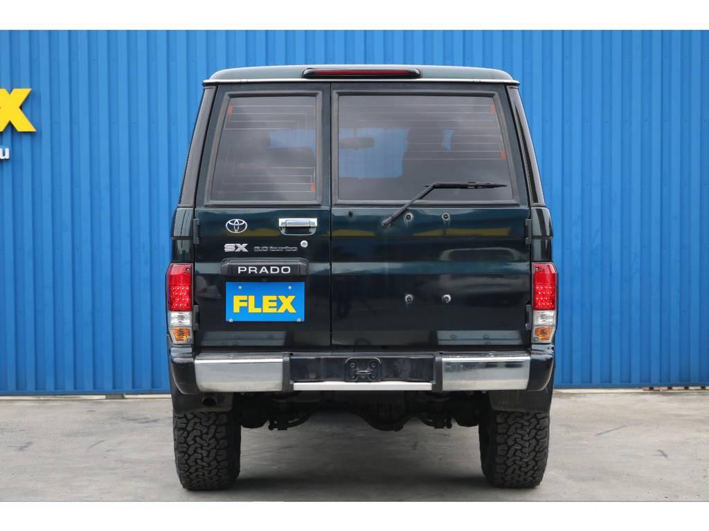 観音開きですので、荷物も出しやすく、入れやすいです!   トヨタ ランドクルーザープラド 3.0 SXワイド アクティブバケーションII ディーゼルターボ 4WD 新品2インチリフトUP