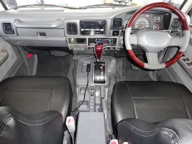 内装も綺麗な状態で保たれております。   トヨタ ランドクルーザープラド 3.0 EXワイド ディーゼルターボ 4WD ブラックオールP
