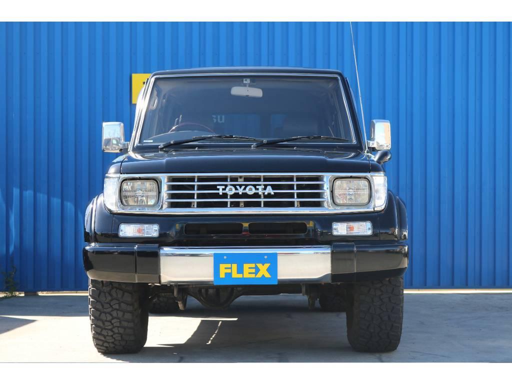 オールメッキグリル。ブラックボディにメッキが映えます。   トヨタ ランドクルーザープラド 3.0 EXワイド ディーゼルターボ 4WD ブラックオールP