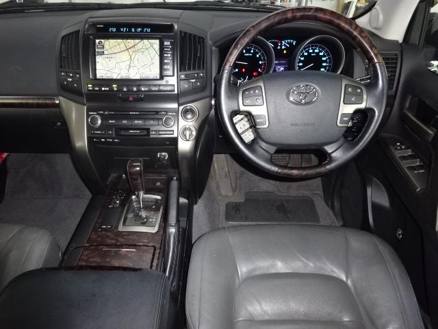 上級グレードのAXGセレクションです!!内装も高級感がありますね!! | トヨタ ランドクルーザー200 4.6 AX Gセレクション 4WD 純正マルチ 革シート