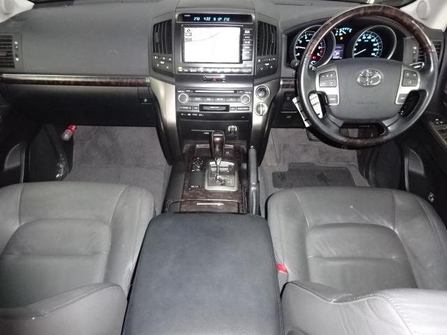 前席が高級車そのものですね! | トヨタ ランドクルーザー200 4.6 AX Gセレクション 4WD 純正マルチ 革シート