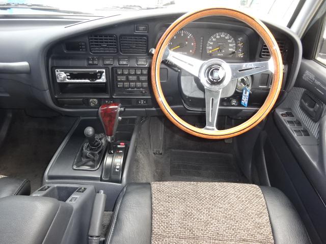 新品ナルディハンドル、シフト、クラシックシートカバー付き。新品パーツ盛り沢山です。 | トヨタ ランドクルーザー80 4.2 VX ディーゼルターボ 4WD NEWペイントアンヴィル 丸目換装