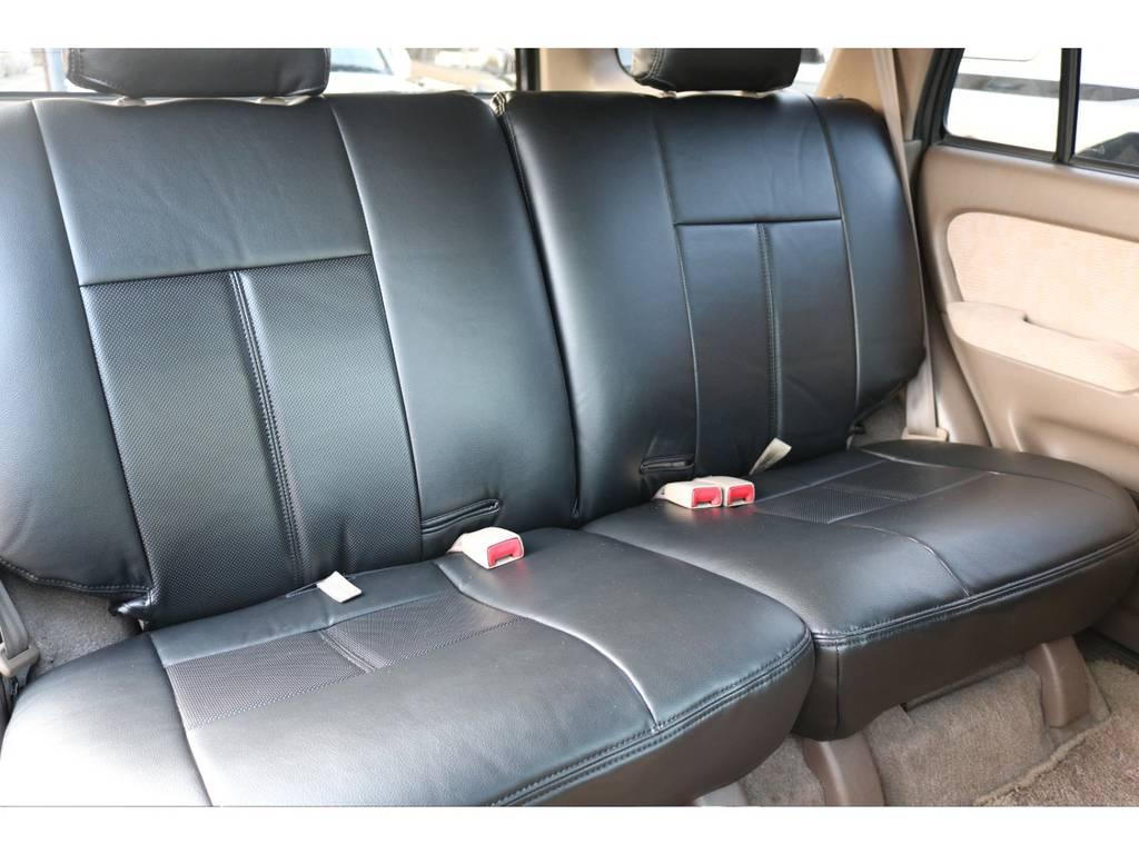 リアシートにももちろん新品シートカバー!広々とした車内で大人5人フル乗車も可能です!   トヨタ ハイラックスサーフ 2.7 SSR-G 4WD ディーゼルグリーンNEWペイント