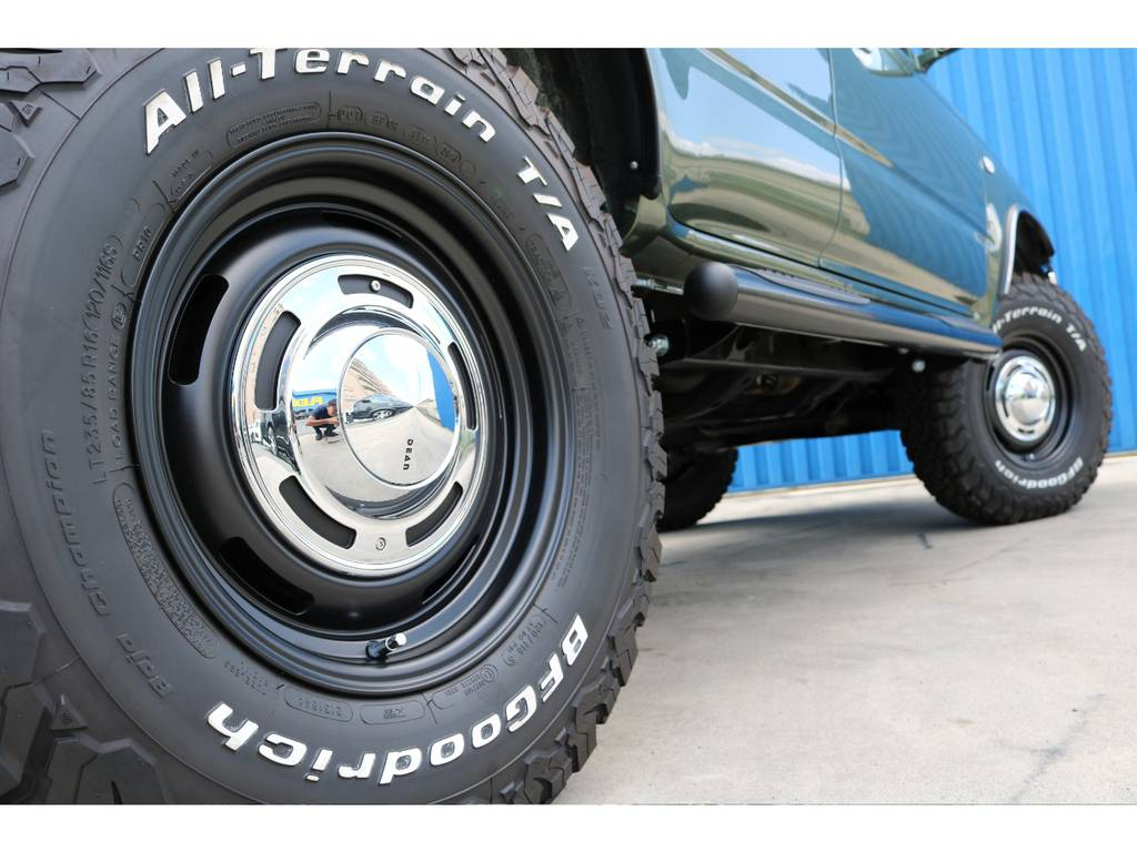 BFGoodrich製オールテレーンタイヤ 235/85/R16に、DEAN クロスカントリー 16inch どちらも新品です!   トヨタ ハイラックスサーフ 2.7 SSR-G 4WD ディーゼルグリーンNEWペイント